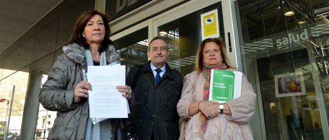 Los representantes de Cemsatse, a la salida de su reunión con el Servicio Aragonés de Salud, donde han presentado el escrito de preaviso de huelga