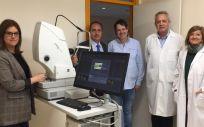 Profesionales oftalmólogos del Centro de Salud Delicias Sur con el equipamiento