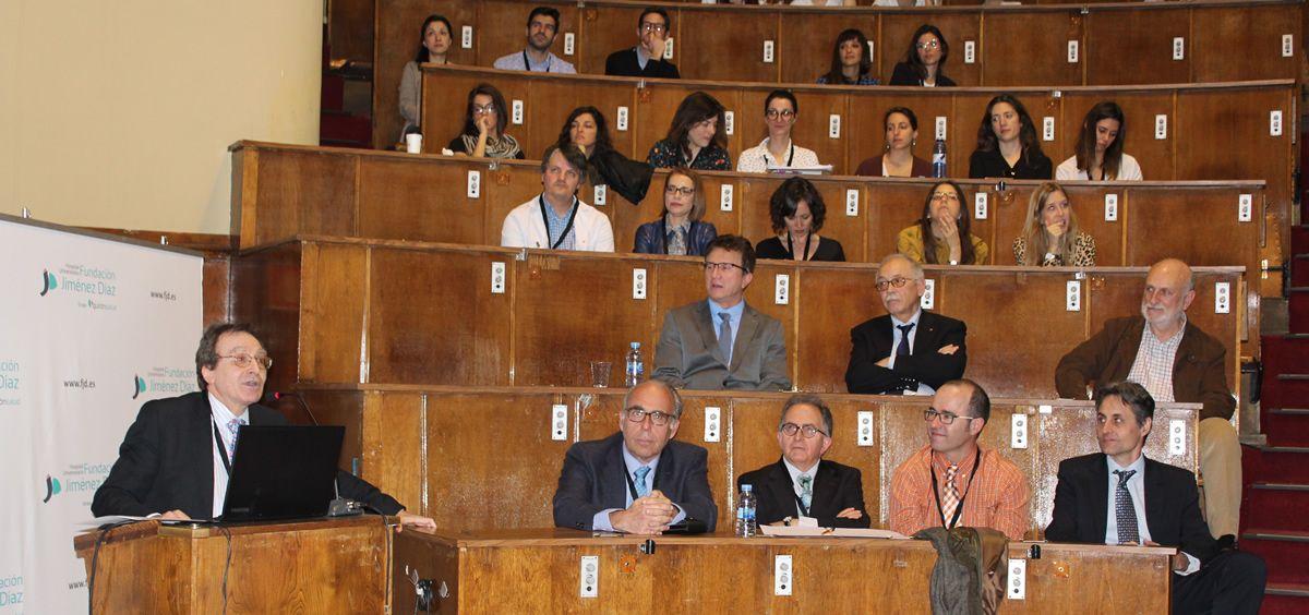 Un momento durante la conferencia magistral sobre el Prof. De León