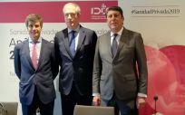 De izquierda a derecha: Adolfo Fernández-Valmayor, Luis Mayero y Manuel Vilches, representantes de la Fundación IDIS, este martes en Madrid