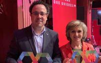 La ministra de Sanidad, María Luisa Carcedo, junto al director general de Autismo España, Jesus Garcia Lorente