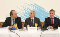 Enrique Ruiz Escudero (c), consejero de Sanidad de la Comunidad de Madrid, durante el desayuno informativo organizado por Executive Forum España.