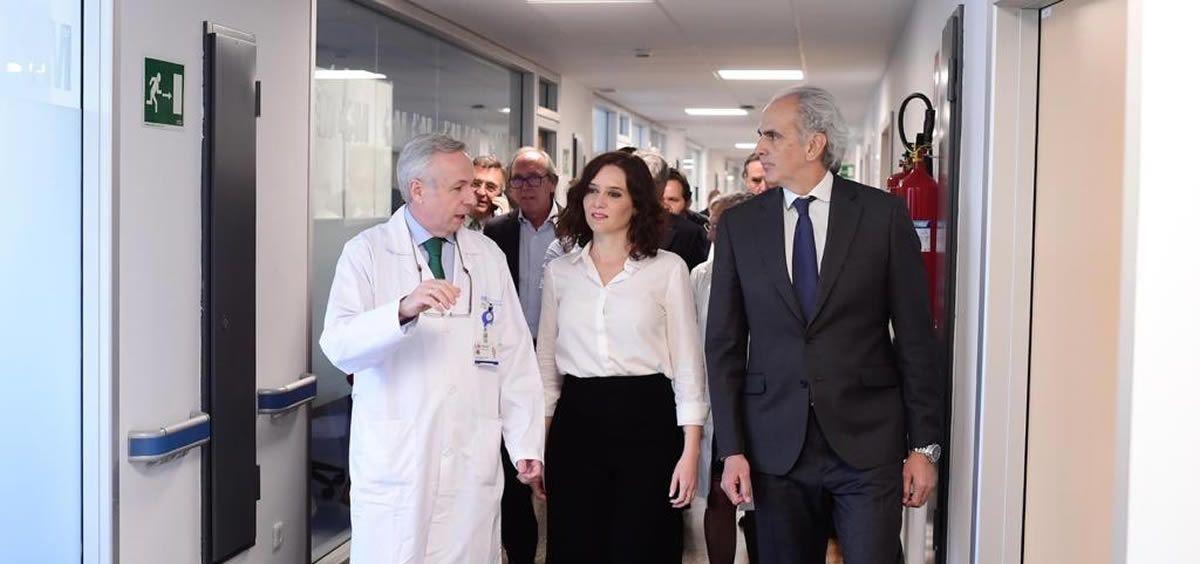 Isabel Díaz Ayuso, durante su visita al Hospital Universitario Ramón y Cajal de Madrid