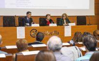 Iñaki Lapuente, María Luisa Real y Susana Fernández en la jornada de presentación de las nuevas rutas asistenciales. (Foto: Miguel López)