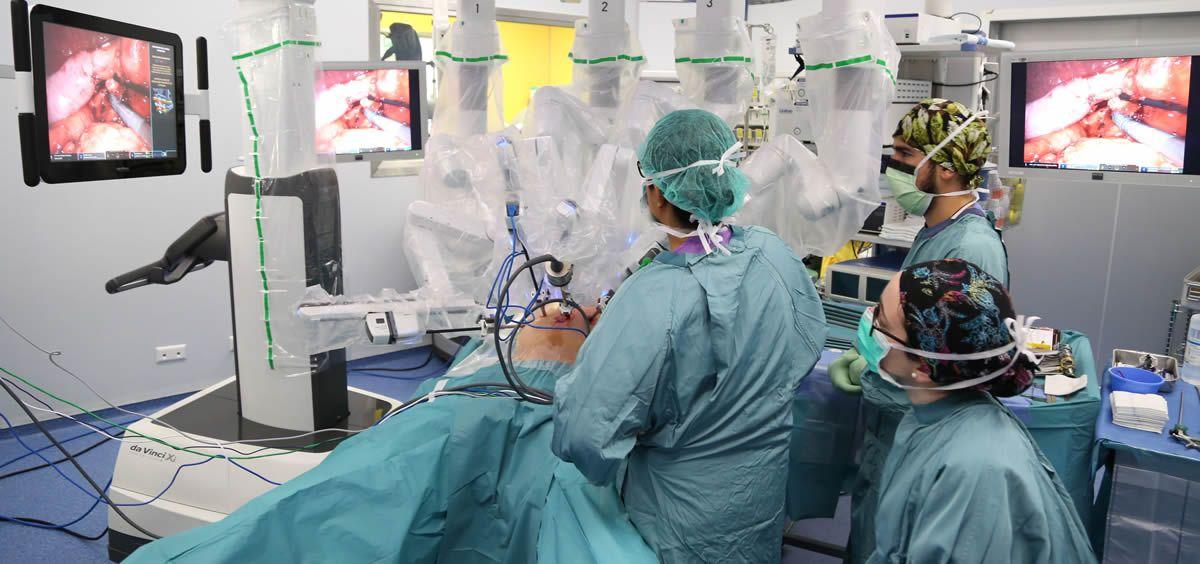 Intervención quirúrgica al paciente