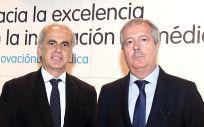 Enrique Ruiz Escudero y Luis Mayero durante el acto de clausura de la jornada sobre innovación biomédica organizada por la Fundación IDIS