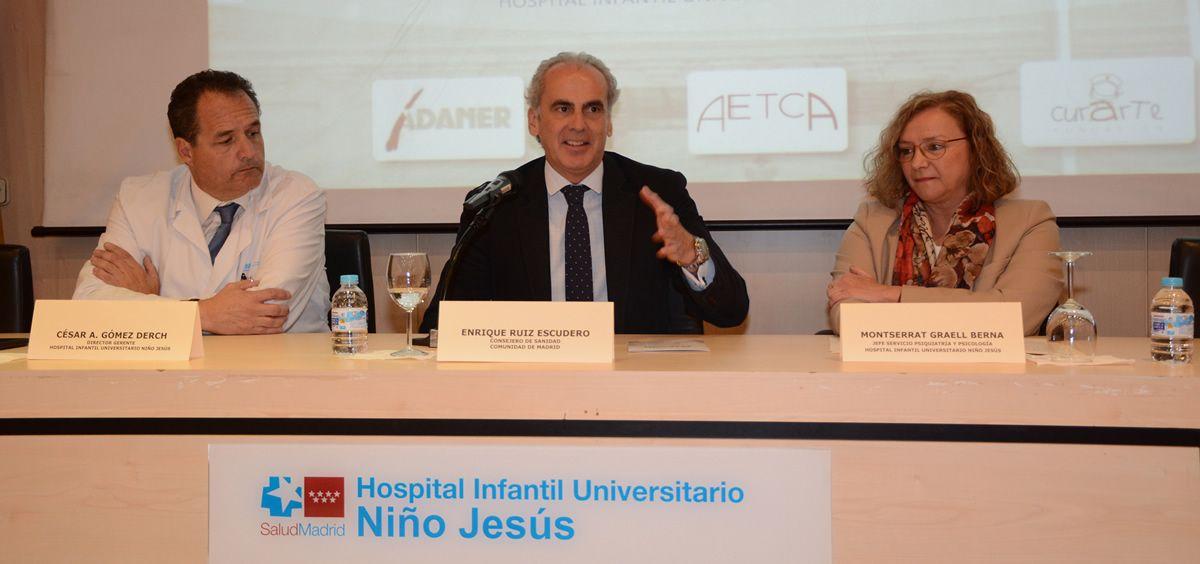 Enrique Ruiz Escudero, durante su visita al Hospital Infantil Niños Jesús, durante la jornada sobre trastornos de alimentación.