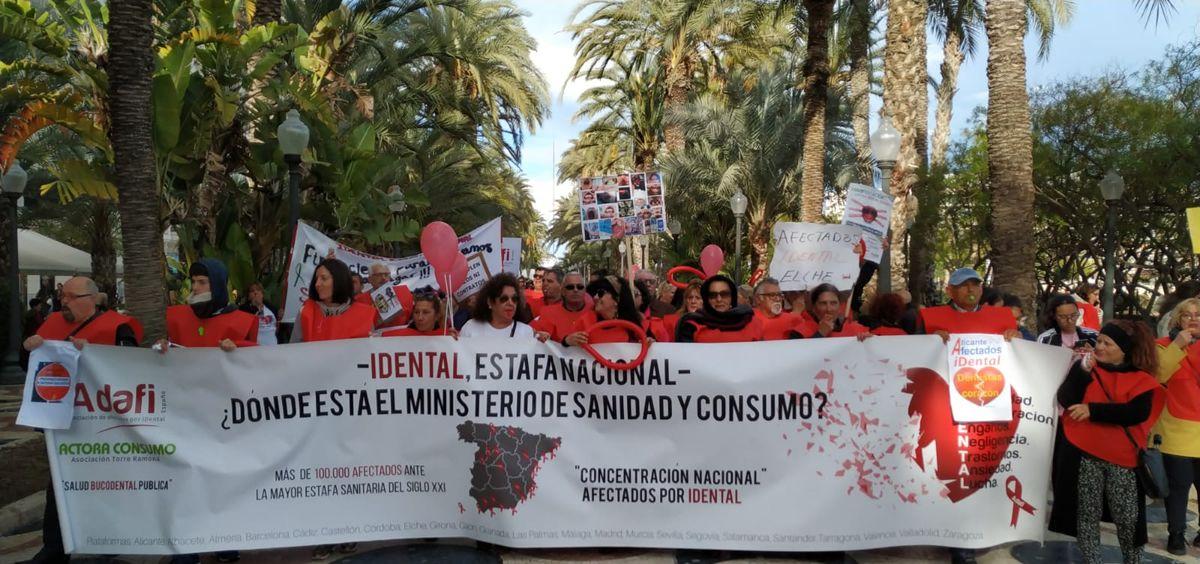 Afectados de iDental en la manifestación celebrada en Alicante.