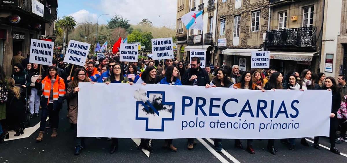 Imagen del colectivo Precarias por la Atención Primaria en una de las manifestaciones realizadas en Santiago de Compostela en defensa de la sanidad pública.