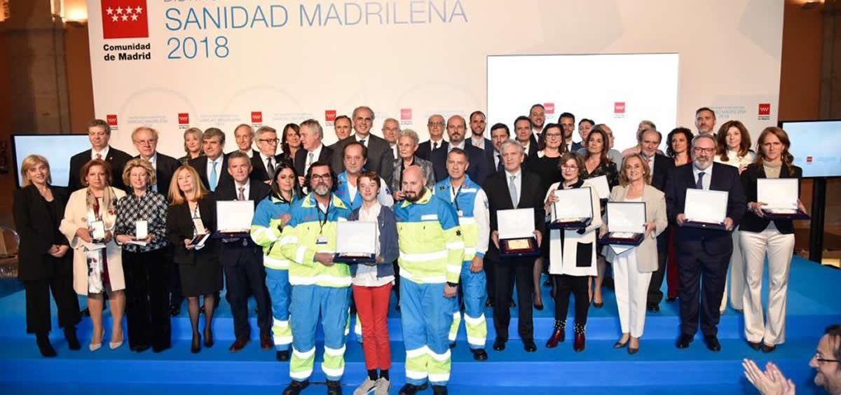 Foto de familia de las distinciones honoríficas a la sanidad madrileña otorgadas este jueves por la Comunidad de Madrid.