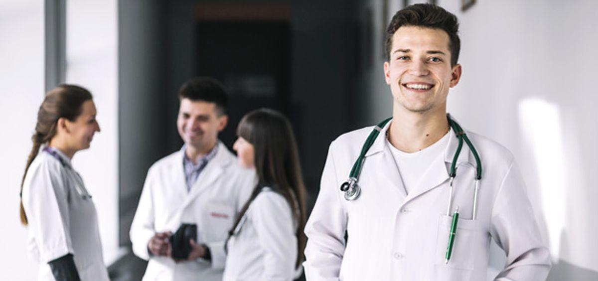 El control del horario laboral para residentes y profesionales de la sanidad privada debería aplicarse en mayo.