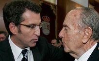 Alberto Núñez Feijóo, presidente de la Xunta junto a Manuel Fraga Iribarne, expresidente gallego.