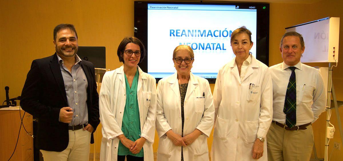Foto de famiia curso de Reanimación Cardiopulmonar Neonatal organizado por el Ruber Internacional