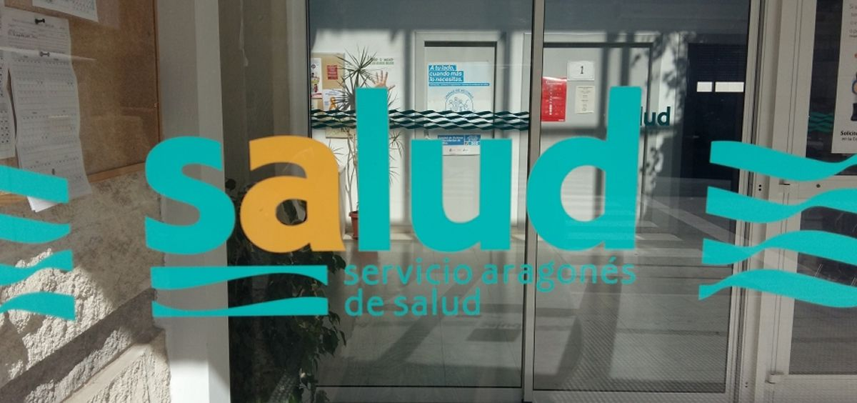 Entrada de un centro de salud en la comunidad autónoma de Aragón.
