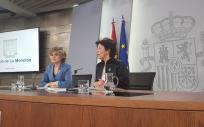 María Luisa Carcedo y Isabel Celaá durante la rueda de prensa del Consejo de Ministros
