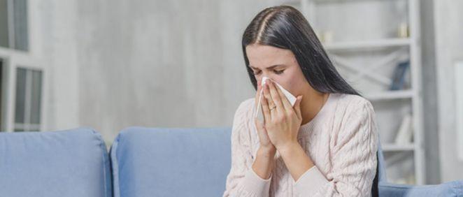 Mujer con alergia (Foto. Freepik)