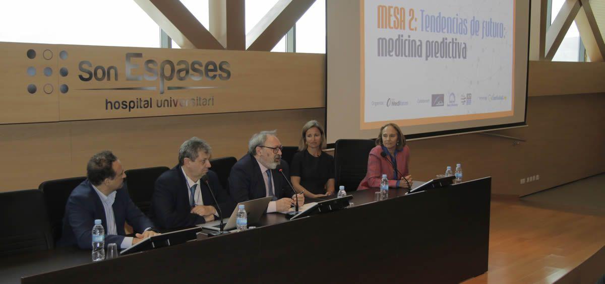 De izquierda a derecha: José Luis Enríquez, Antonio López Ferré, Juan Blanco, Icíar Martínez y Josefa Terrasa, durante la jornada organizada por el Grupo Mediforum