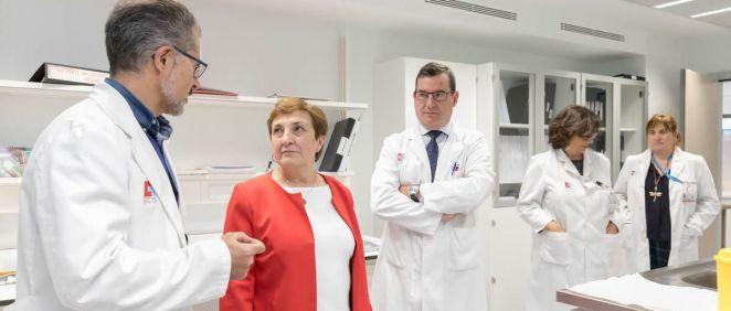 La consejera María Luisa Real, en una visita al Hospital Universitario Marqués de Valdecilla | Foto: Gobierno de Cantabria