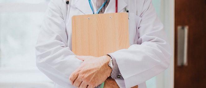 Los médicos y todos los profesionales del subgrupo A1 tienen un recorte del 37,30% en el importe del sueldo base de las extras y cobran 728,13 en la extra de diciembre (Foto. Freepik)