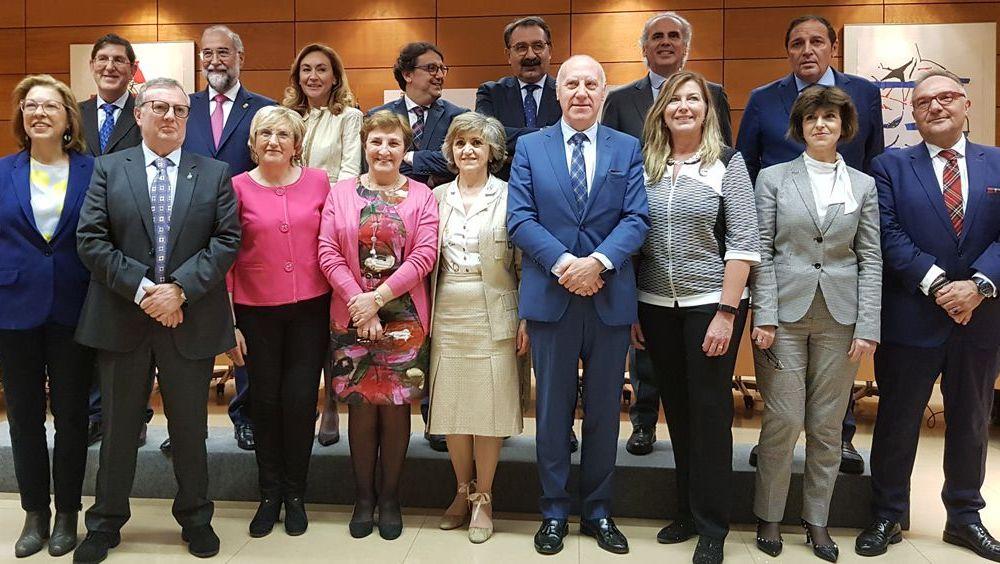 Foto de familia de los consejeros autonómicos en el Consejo Interterritorial, presidido por la ministra María Luisa Carcedo.