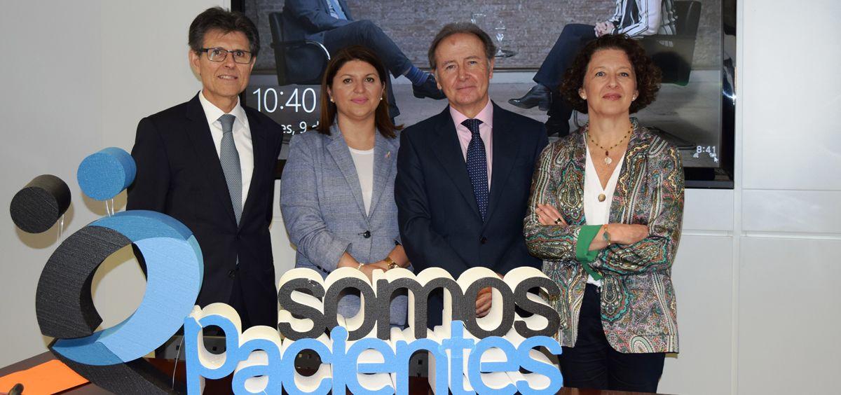 Martín Sellés y Humberto Arnés, presidente y director general de Farmaindustria junto a Ruth Vera, presidenta de la SEOM y María del Carmen Guirado, portavoz de Fecma