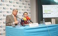 Pedro Cabrera, presidente del Colegio de Médicos de Las Palmas y Joana Cabrera, médico y representante del Colectivo Gamá