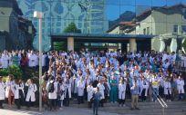 Imagen de los médicos cántabros durante los paros parciales en el Hospital Universitario Marqués de Valdecilla.