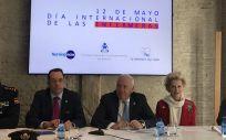 La directiva del Consejo General de Enfermería y la Policía Nacional en la presentación del trabajo de investigación 'Radiografía de la situación de los cuidados enfermeros en España'.