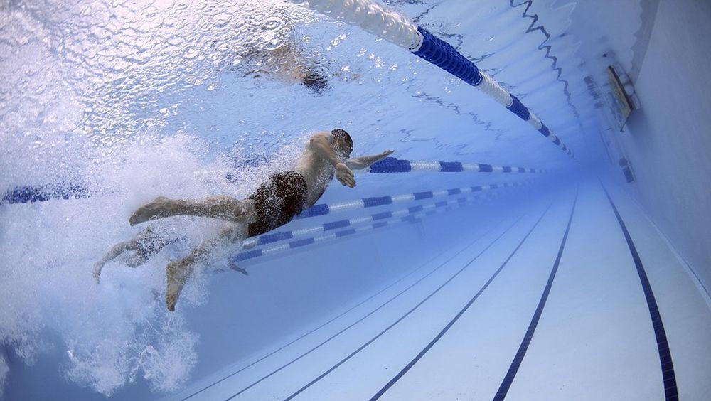 Natación, deporte de bajo impacto para articulaciones