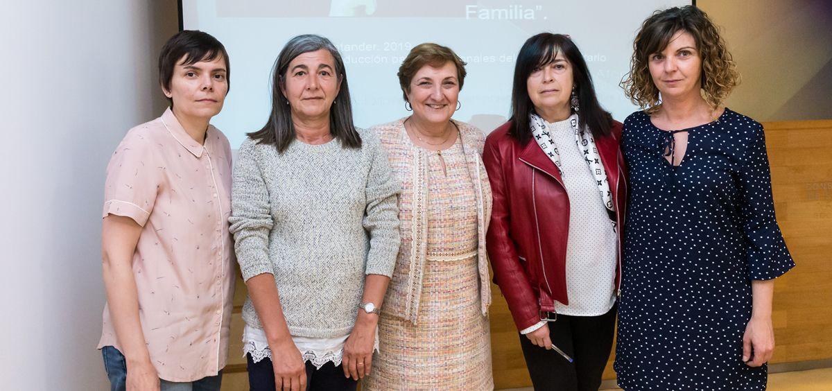 Real, junto a ponentes y organizadores de la primera jornada para formar a los profesionales sanitarios sobre violencia de género en menores | Foto: Raúl Lucio