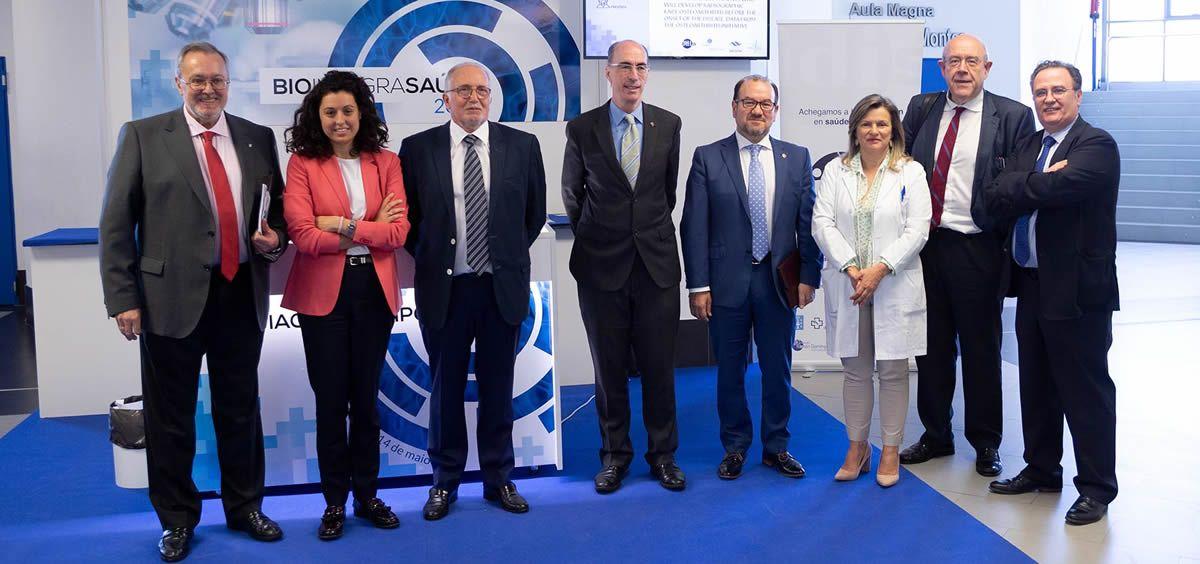 En el centro de la imagen, el consejero de Sanidad, Jesús Vázquez Almuiña, junto a otras autoridades sanitarias en la inauguración de Biointegrasaúde 2019.