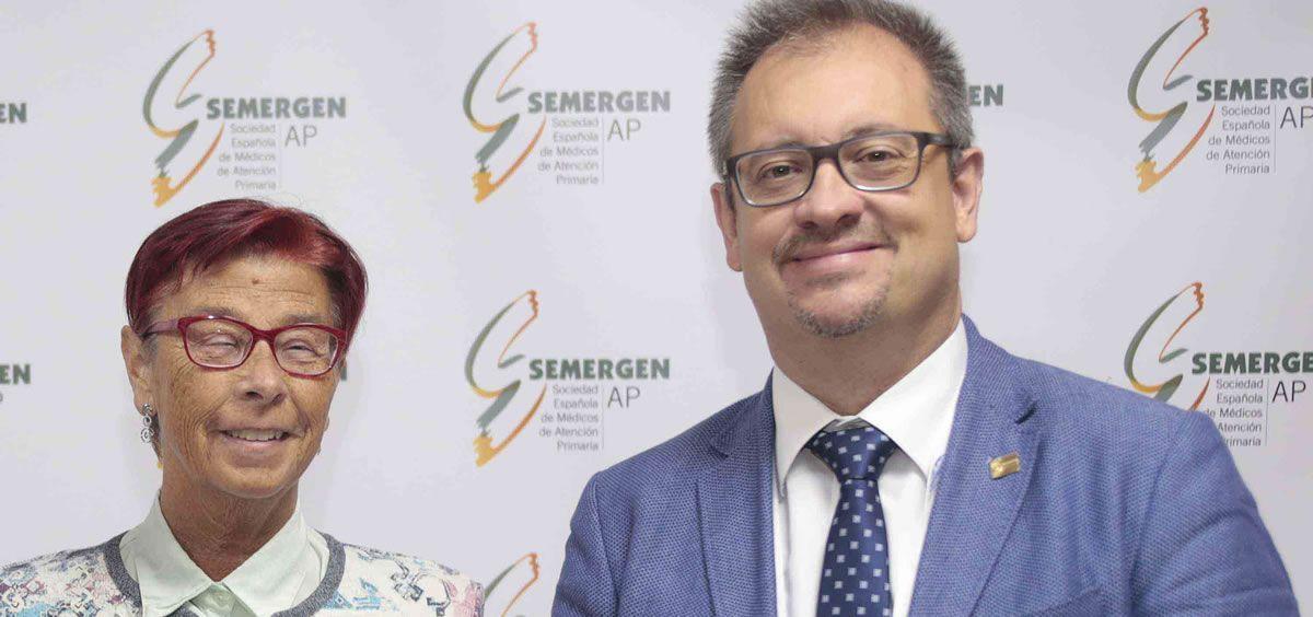 Los doctores Mari Carmen Martínez Altarriba y Rafael M. Micó, secretaria de SEMERGEN Solidaria y secretario general de la sociedad científica