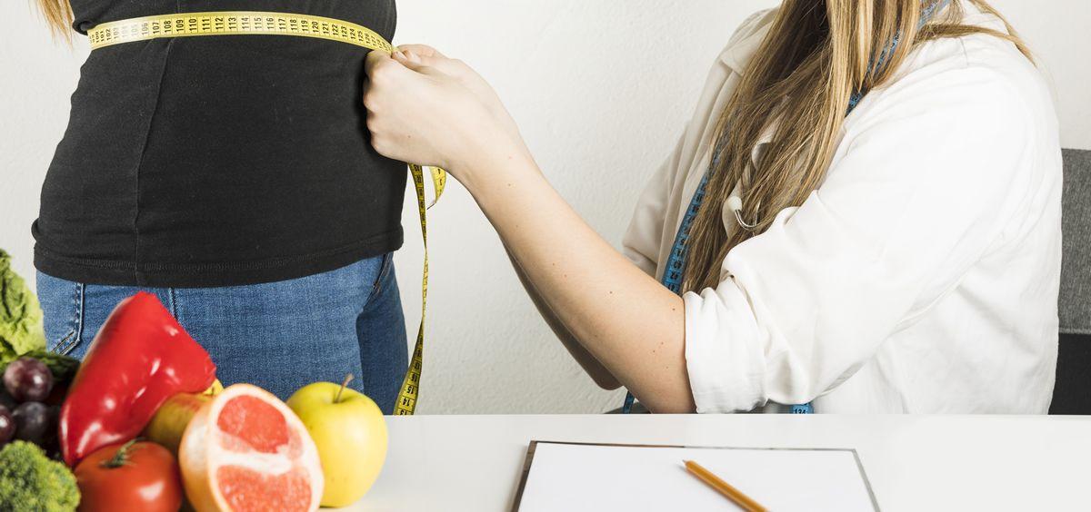 """Los nutricionistas aseguran que la """"dieta del cajón"""" no tiene ulidad ya que debe ser un profesional de la nutrición quien haga """"una para cada paciente"""""""