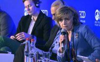 La ministra de Sanidad en funciones, María Luisa Carcedo, interviniendo este lunes en un foro organizado por la OCDE en París.