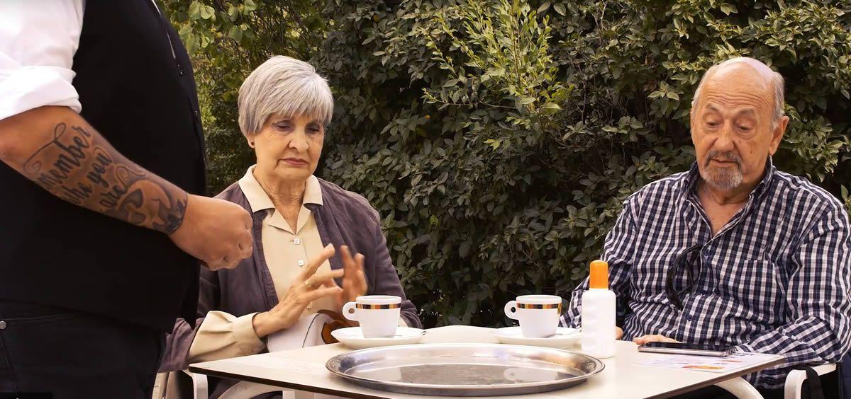 Utilizar crema solar incluso en una terraza evitar los riesgos se sufrir un melanoma
