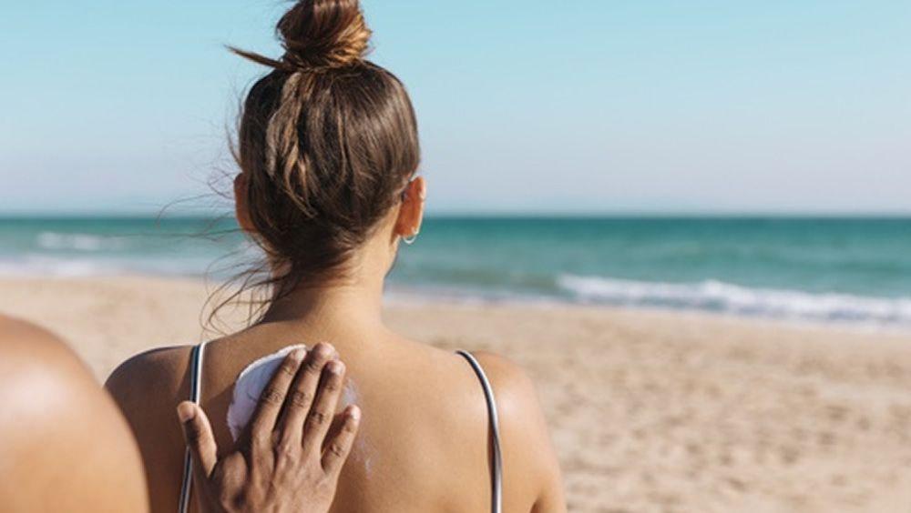 La Agencia Española de Medicamentos y Productos Sanitarios (Aemps) recomienda evitar la exposición excesiva y la elección de protectores solares adecuados para la piel.