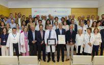 Miembros del Hospital Gregorio Marañón junto con Enrique Ruiz Escudero