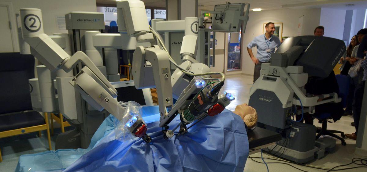 Imagen de un robot quirúrgico Da Vinci