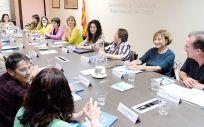 La consejera de Salud de la Generalitat de Cataluña, Alba Vergés, en el centro de la imagen, en la constitución del Consejo Asesor de Políticas de Género en Salud