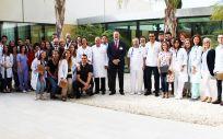 Foto de grupo de la despedida y bienvenida a los residentes