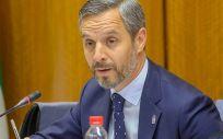 El consejero de Hacienda, Industria y Energía, Juan Bravo, en el Parlamento de Andalucía.