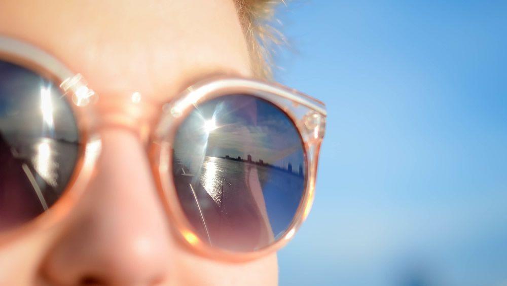 Los riesgos para la salud de usar gafas de sol de mercadillos y top manta