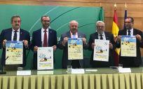 El titular de la Consejería de Salud y Familias de la Junta de Andalucía, Jesús Aguirre, en el centro de la imagen