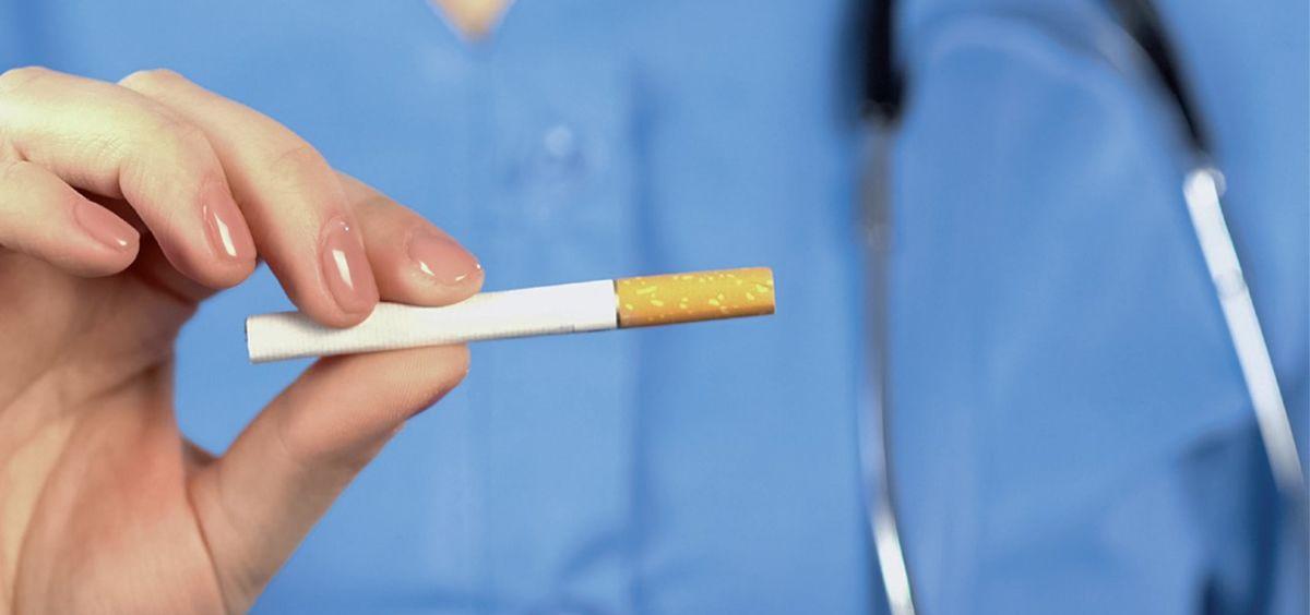 Persona con cigarrillo