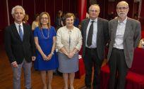 La titular en funciones de la Consejería de Sanidad de Cantabria, María Luisa Real, en el centro de la imagen, durante la inauguración del XXXIV Congreso Regional de la Sociedad Castellano-Leonesa y Cántabra de Medicina Interna