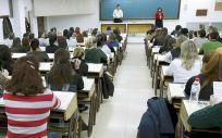 La imputada en la investigación penal sobre las presuntas irregularidades en la OPE de Osakidetza negó las acusaciones de haber filtrado las preguntas del examen.